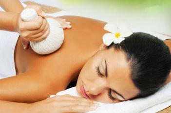 Massage thai aux plantes médiciinales